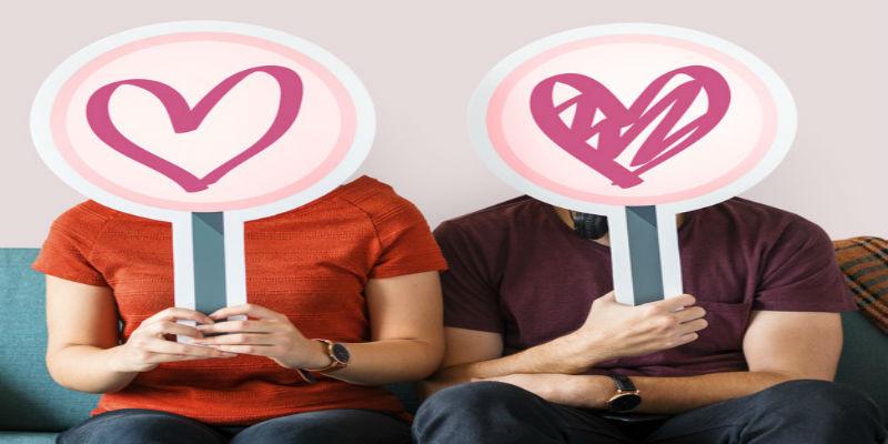 pareja-feliz-signos-corazon_53876-42602